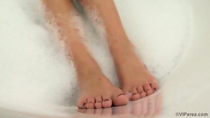 Nice Solo In The Bathtub - scene 3