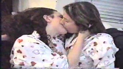 Long lesbian Kiss - scene 10