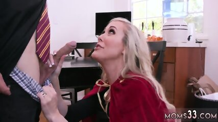 Milf foot worship 1 Halloween Special With A Threesome