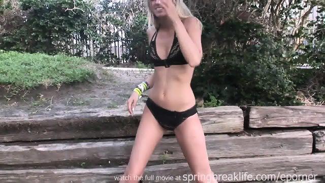 Booty Shakin Bikini Babes