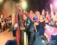 Sucking Strippers Shafts For Cumshot - scene 4