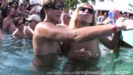 Pool Party Chicks - scene 1