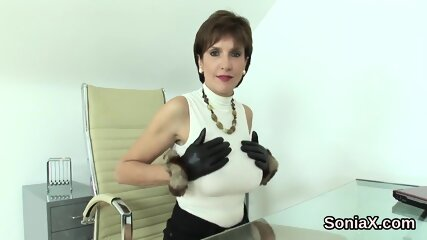 Adulterous british mature lady sonia reveals her giant titties