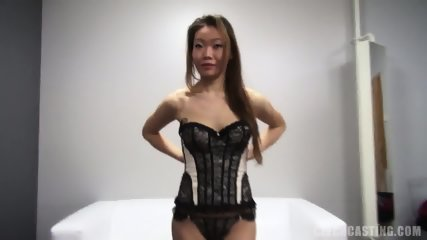 Asian Amateur Takes Off Sexy Lingerie - scene 8