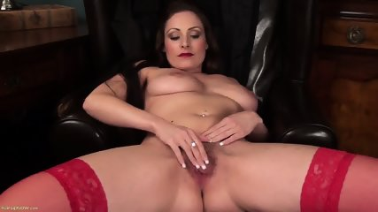 Sexy Mommy Shows Her Vagina - scene 8