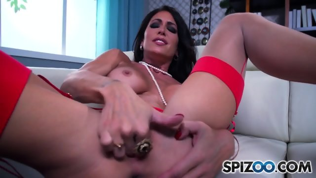 Big Titty Slut Rubs Cunt