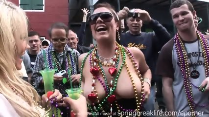 Mardi Gras Chicks - scene 1