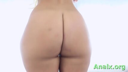 Naked young blonde Kelsi Monroe enjoys huge dinky slam her