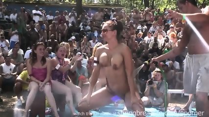 Wet Bikini Booty Shake - scene 10