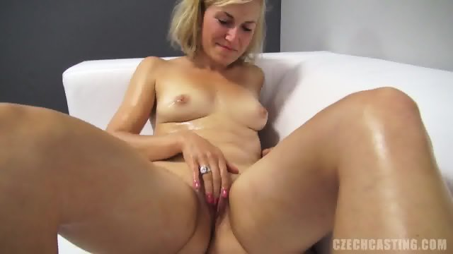Tereza Plays With Pussy At The Casting