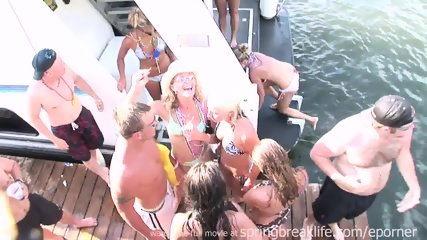 Its A Party On The Water - scene 9