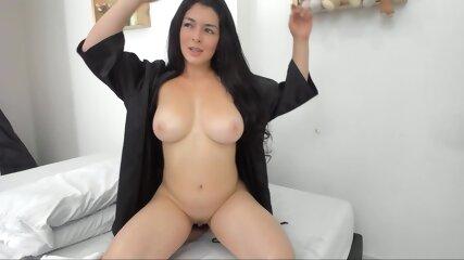 Colombain Girl Wouwx Imelinx (19) Take Off Micro Bikini Get Naked & Put Oil I Boobs & Ass