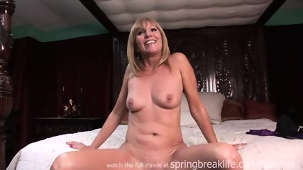 Milf Lotions Up Naked Body - scene 3