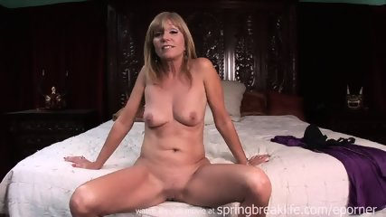 Milf Lotions Up Naked Body - scene 4