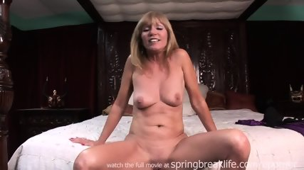 Milf Lotions Up Naked Body - scene 5
