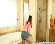 Sexy Babe Bliss Dulce Rammed And Facialed In The Bathroom - scene 1