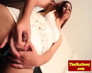 Sensual Thai Shemale Eagerly Wanks Off - scene 4