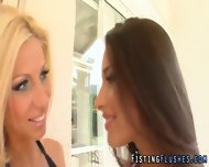 Lesbo Fisting Babe Squirt - scene 1