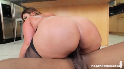 Fat Lady With Pantyhose Gets Banged On Countertop - scene 10
