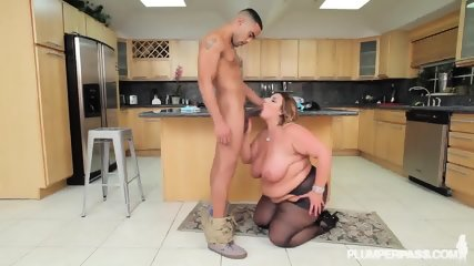 Fat Lady With Pantyhose Gets Banged On Countertop - scene 6