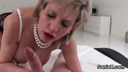 Adulterous uk mature lady sonia pops out her gigantic hooters