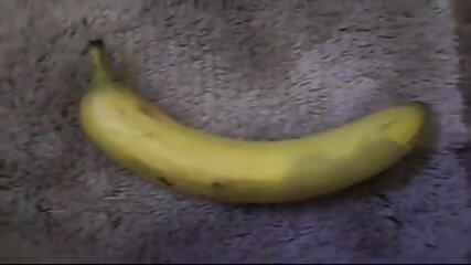 sexy kleine macht es sich mit banane