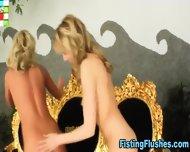 Fisting Lesbo Licks Cunt - scene 5
