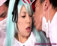 Cosplay Hatsune Miku Spoiling Her Fans - scene 3
