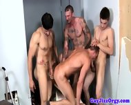 Four Muscled Hunk Drill Dudes Tight Ass - scene 2