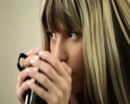 Seductive Blonde With Fluent Fingers - scene 3