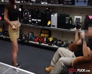 Amateur College Girl Lap Dance And Fucked In The Backroom - scene 9