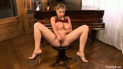 Piano Girl Snow masturbating 6