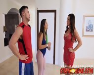 Nikki Peeps On Seth Showering And Can T Help Herself - scene 2