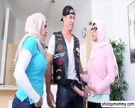 Palestine Mias Hot Threesome Fuck Viral Sex With Julianna - scene 2