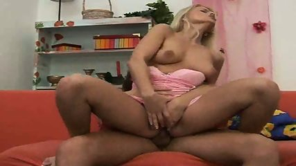 Blond Chick gets it up the Ass