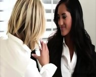 A Hot And Wild Midday Makeover With Dakota And Chloe - scene 4