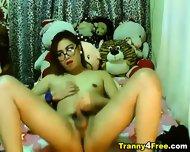 Gorgeous Tranny Babe Strokes Her Cock - scene 9