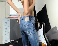 Unbelievable Blondie And Her Guitar - scene 4