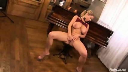 Piano Girl Snow masturbating 3 - scene 7
