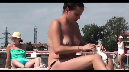Topless Beach Girls Hd Video Spycam - scene 6
