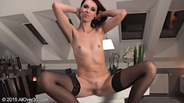 Elegant Mature Girl In Solo Action