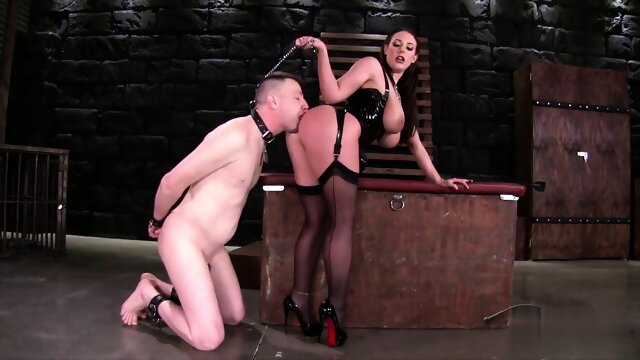 GIRL FACEFUCK SLAVE MAN FEMDOM BDSM