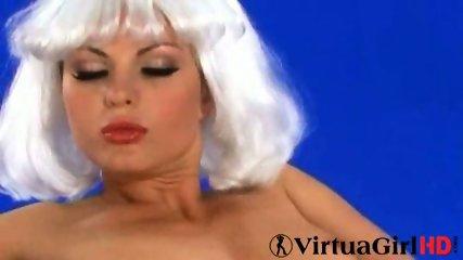 Sexy Sandra seduces - scene 5