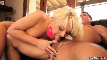 Hardcore Action On Leather Sofa With Dirty Whore