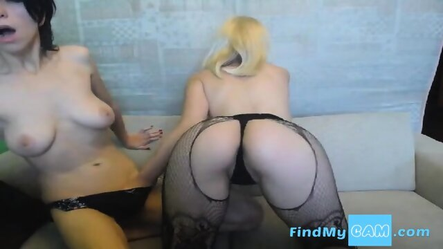 Wild Lesbian Babes Fingering And Eating Pussy