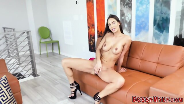 Gorgeous milf toying her pussy