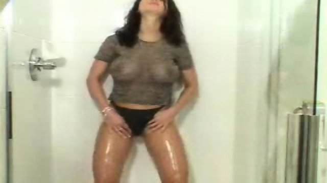Veronika Zemanova in Shower