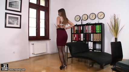 Nice Babe With Glasses Gets Fucked Hard - scene 2