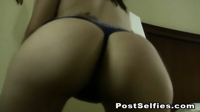 Sexy College Teen Babe Strips While Twerking