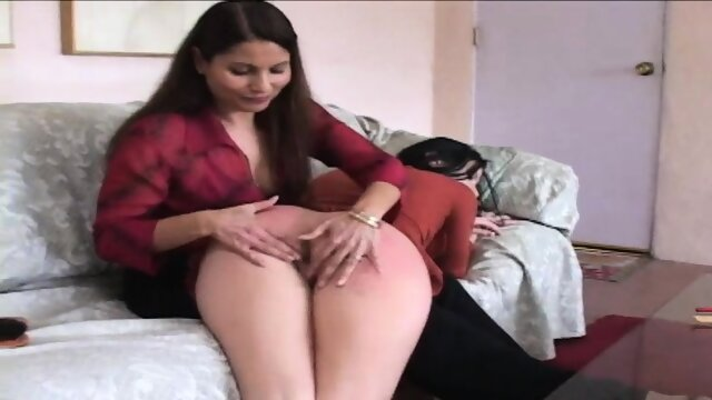 Chelsie gives a good spanking to Ariel